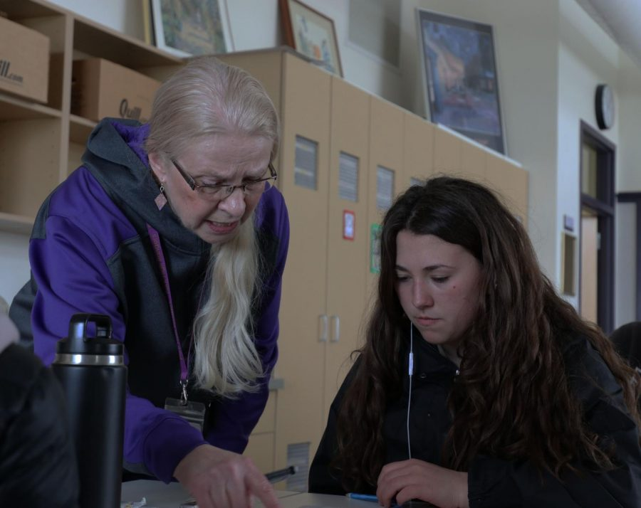 Lois Huntzicker advises sophomore Jawea McLain during one of her art classes.