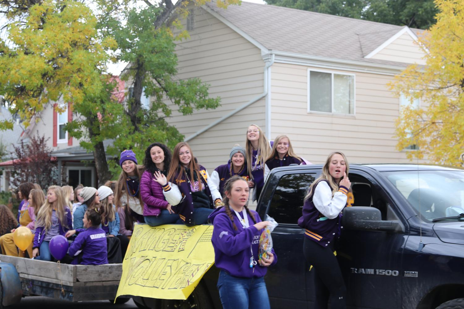 The PHS volleyball team hands out candy during the parade.