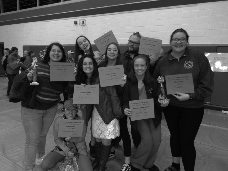Senior Brianna Pitman, Junior James Duncan, and Sophmores Sophia Ross, Sidney denniston, Ilana Patberg, Summer Melin, and Reba Shandy all posing with their awards.