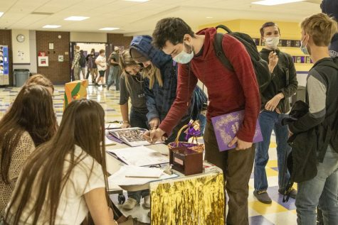 Park High School Holds Yearbook Signing Event