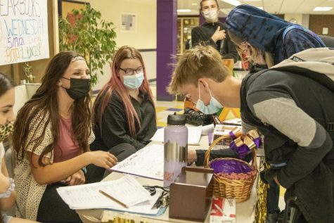 Students Swarm Yearbook Signing