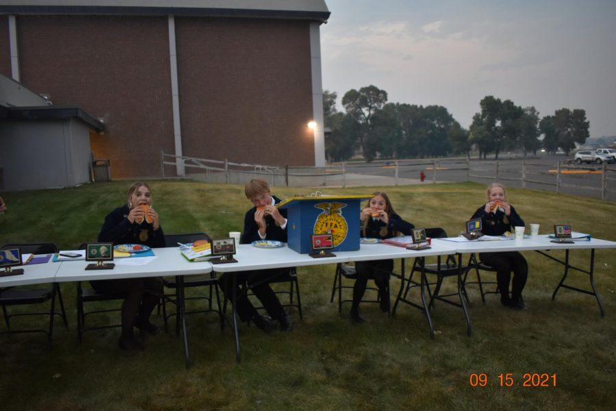 FFA+officers+Ava+Malone%2C+Nik+Pierson%2C+Haley+Rigler%2C+and+Katelyn+Frost+posing+mid-feast+at+the+FFA+barbecue+